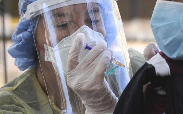 Drive Thru Vaccine Clinics by CIFC's School Based Health Center Photo: H John Voorhees III / Hearst Connecticut Media